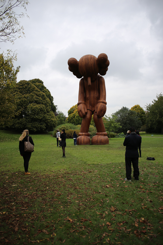FL14_SP_KAWS-(Small-Lie)-Gallerie-Perrotin-(1-of-5)