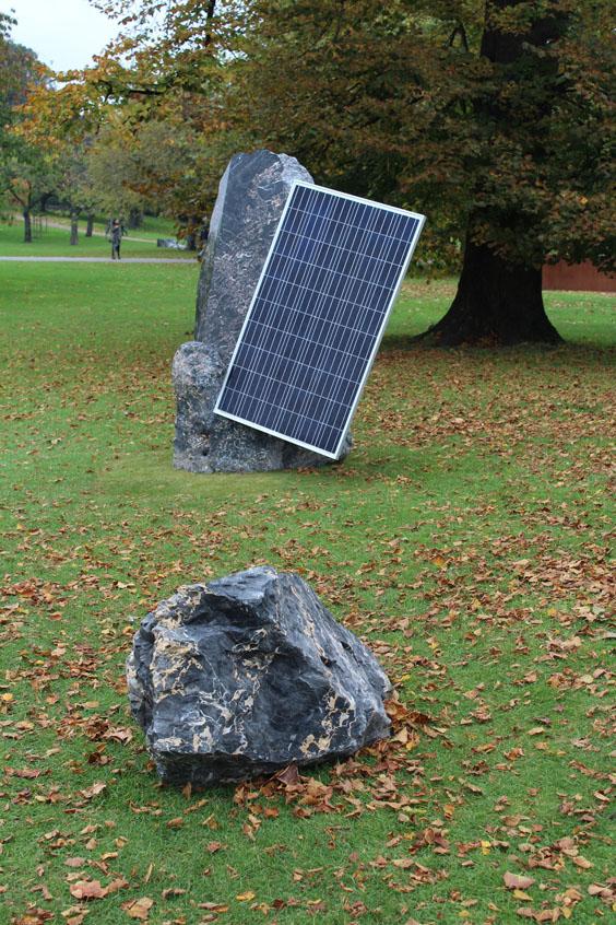 Haroon-Mirzra,-in-collaboration-with-Mattia-Bosco,-Standing-Stones-(Solar-Symphony-8),-Frieze-Sculpture-Park,-Freize-London-2105,-photo-Guy-Sangster-Adams