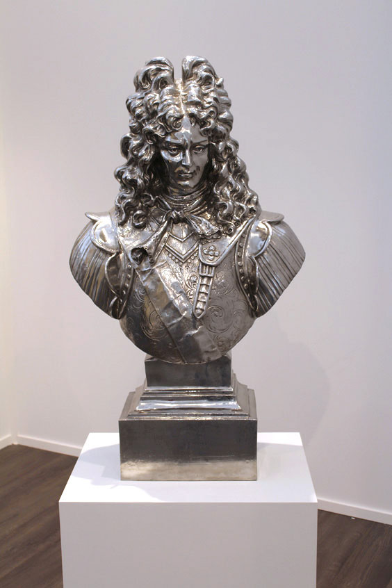 Jeff-Koons-at-Mnuchen-Gallery,-Frieze-Masters-2015,--Frieze-London-2015,-photo-Guy-Sangster-Adams