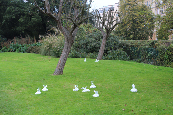 Leo-Fitzmaurice,-Litter,--Frieze-Sculpture-Park,-Freize-London-2105,-photo-Guy-Sangster-Adams