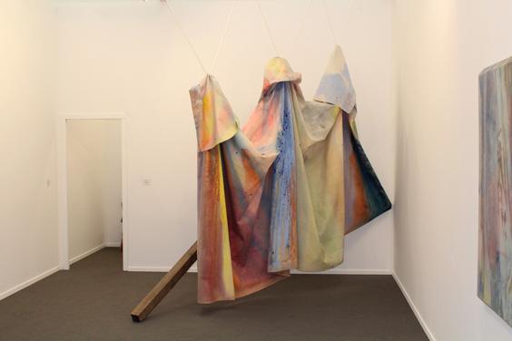 Sam-Gilliam-at-David-Kordansky-Gallery-(1),-Frieze-Masters-2015,--Frieze-London-2015,-photo-Guy-Sangster-Adams